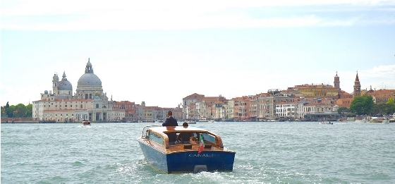 venice-water-taxi01-560
